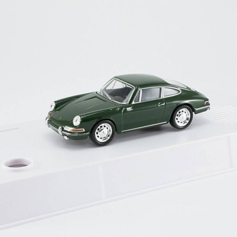Porsche-911-model-made-from-an-advent-calendar